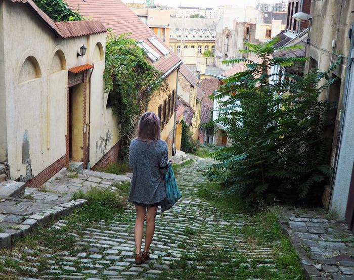 Walking down Gul Baba utca